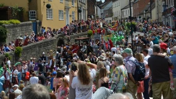 Coming by Car to Knaresborough for Bed Race